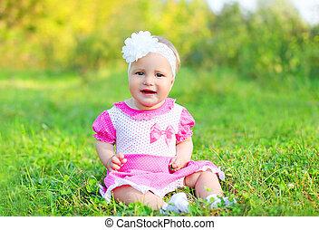 mignon, petite fille, été, séance, enfant, sourire, herbe, jour, heureux