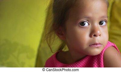 mignon, petite fille, closeup, asiatique, portrait, mauvais