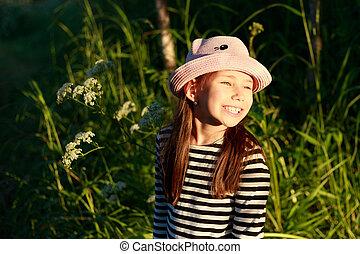 mignon, peu, été, ensoleillé, forêt, girl, jour, heureux