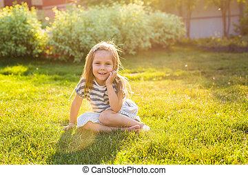 mignon, peu, été, parc, girl, jouer