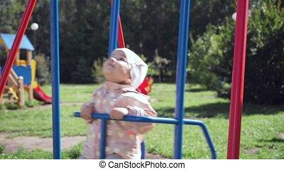mignon, peu, été, park., balançoire, girl