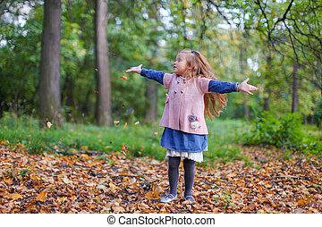 mignon, peu, avoir, automne, merveilleux, amusement, girl, jour
