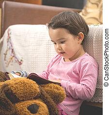 mignon, peu, bible, enfant, lecture fille