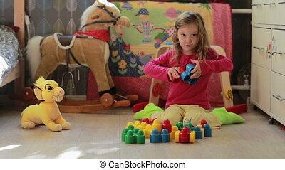 mignon, peu, blocs jouet, maison, girl, jouer