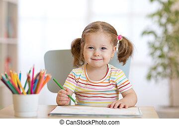 mignon, peu, centre, daycare, crayons, enfant, girl, dessin, heureux