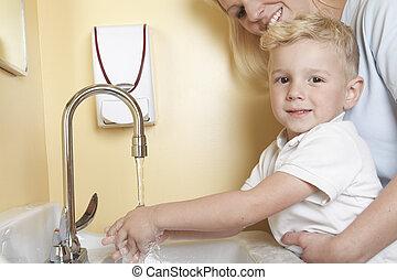 mignon, peu, docteur, garçon, lavage main