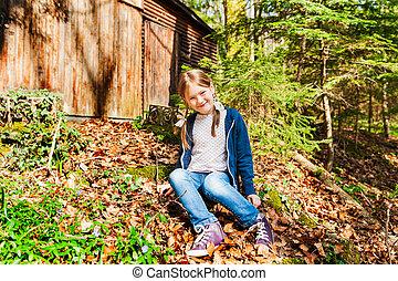 mignon, peu, ensoleillé, forêt automne, portrait, girl, jour