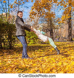 mignon, peu, ensoleillé, parc, avoir, automne, amusement, girl, papa, jour, heureux