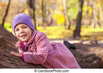 mignon, peu, extérieur, ensoleillé, parc, automne, girl, jour