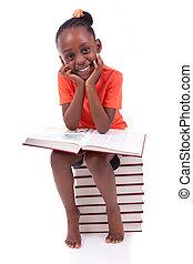 mignon, peu, gens, -, blanc, livre, isolé, américain, arrière-plan noir, africaine, lecture, enfants