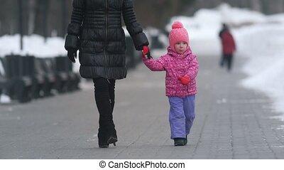 mignon, peu, hiver, elle, marche, rue, mère, girl
