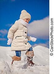 mignon, peu, hiver, ensoleillé, neige, jour, amusement, girl, avoir, heureux