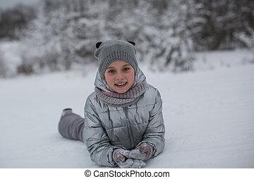 mignon, peu, hiver, jouer, portrait, outdoors., girl