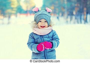 mignon, peu, hiver, marche, neige, enfant riant, jour