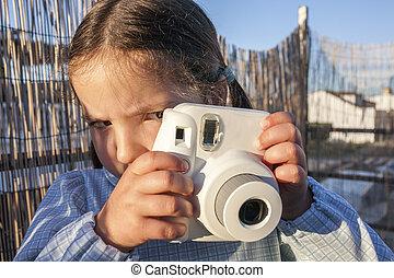 mignon, peu, instant, image, appareil-photo photo, girl, heureux
