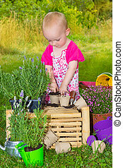 mignon, peu, jardinage, amusement, enfantqui commence à marcher, avoir