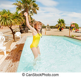 mignon, peu, jouer, chaud, girl, jour, piscine