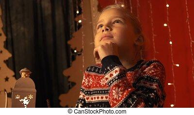 mignon, peu, lent, lettre, écrit, claus, veille, mouvement, santa, girl, noël, lanterne