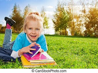mignon, peu, livres, parc, girl