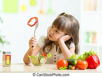 mignon, peu, nourriture saine, pas, vouloir, girl, manger