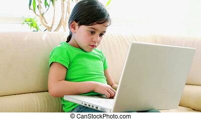 mignon, peu, ordinateur portable, girl, utilisation