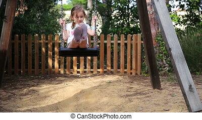 mignon, peu, parc, girl, balançoire