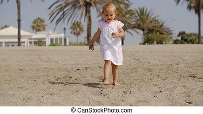 mignon, peu, plage, marche, girl