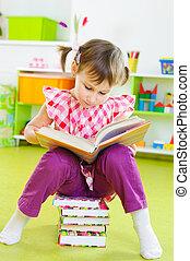 mignon, peu, plancher, séance, livre, lecture fille