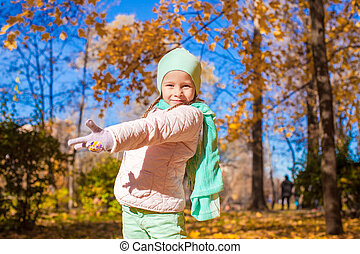 mignon, peu, pré, ensoleillé, automne, automne, girl, jour