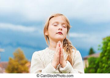 mignon, peu, prier,  girl