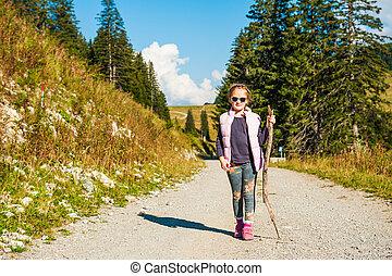 mignon, peu, randonnée, montagnes, ensoleillé, girl, jour, gentil