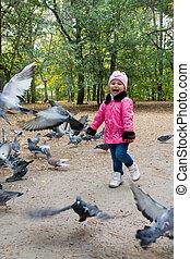 mignon, pigeons, petite fille