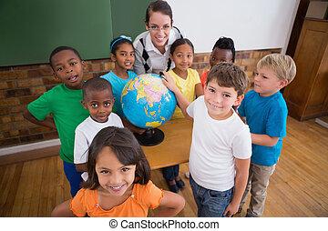 mignon, pointage, globe, élèves
