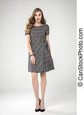 mignon, poser, dress., fond, studio, mode, blond, standing., modèle, gris, prise vue., plissé, blanc