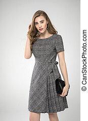 mignon, poser, dress., fond, studio, mode, standing., modèle, gris, prise vue., plissé, blanc