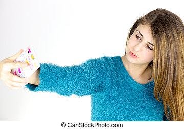 mignon, prendre, téléphone portable, adolescent, femme, portrait, selfie