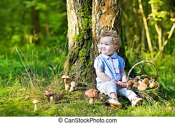 mignon, rassemblement, bouclé, champignons, forêt automne, dorlotez fille