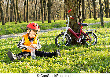 mignon, sien, vélo, garçon, jeune, équitation, dehors