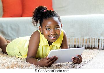 mignon, tablette, africaine, portrait, girl, home.