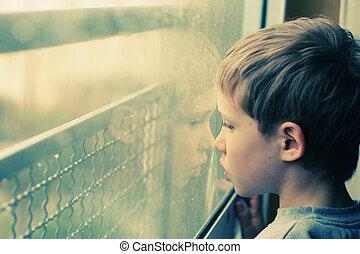 mignon, vieux, garçon, années, regarder, fenêtre, par, 6