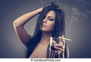 migraña, cigarrillo, aguardiente, sexy