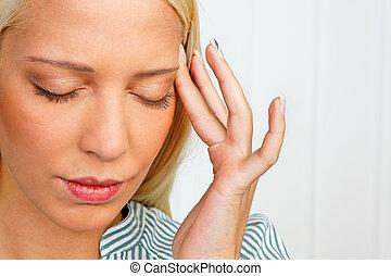 migraña, mujer, joven, dolor de cabeza