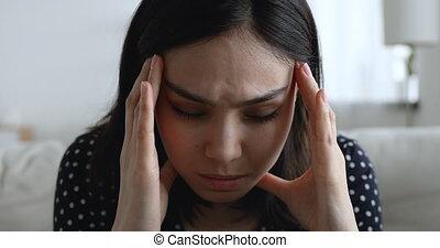 migraine, malheureux, vue, asiatique, mal tête, femme closeup, chronique, souffre