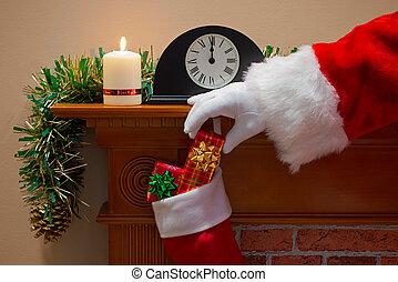 mikulás, átadó, ajándékoz, képben látható, karácsonyeste
