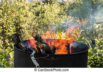 milieu, baril, jardin, brûlé