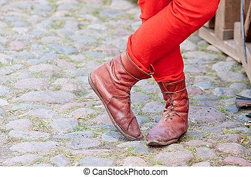 milieu, bottes, traversé, homme, âges, jambes