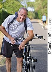 milieu, campagne, vieilli, cyclisme, homme, par