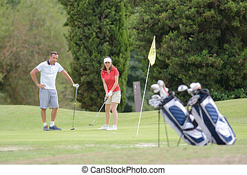 milieu, couple, vieilli, terrain de golf
