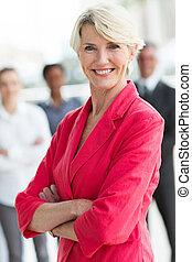 milieu, femme affaires, vieilli