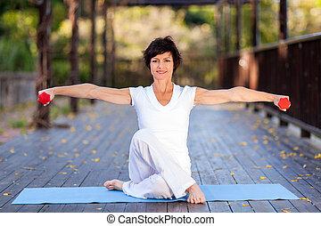 milieu, femme, vieilli, séance entraînement